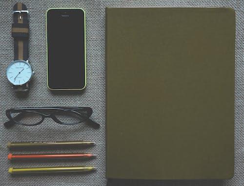 Ilmainen kuvapankkikuva tunnisteilla älypuhelin, iphone, konttori, kuulakärkikynä