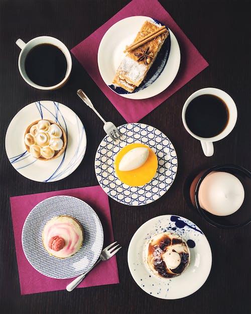 Kostnadsfri bild av bakverk, kaffe, mat, plattor