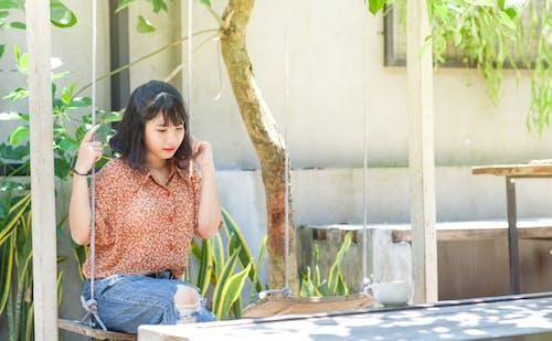 Kostenloses Stock Foto zu asiatische frau, entspannung, erwachsener, fashion