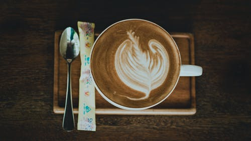 คลังภาพถ่ายฟรี ของ การถ่ายภาพหุ่นนิ่ง, กาแฟ, ของบนโต๊ะอาหาร, คาปูชิโน่