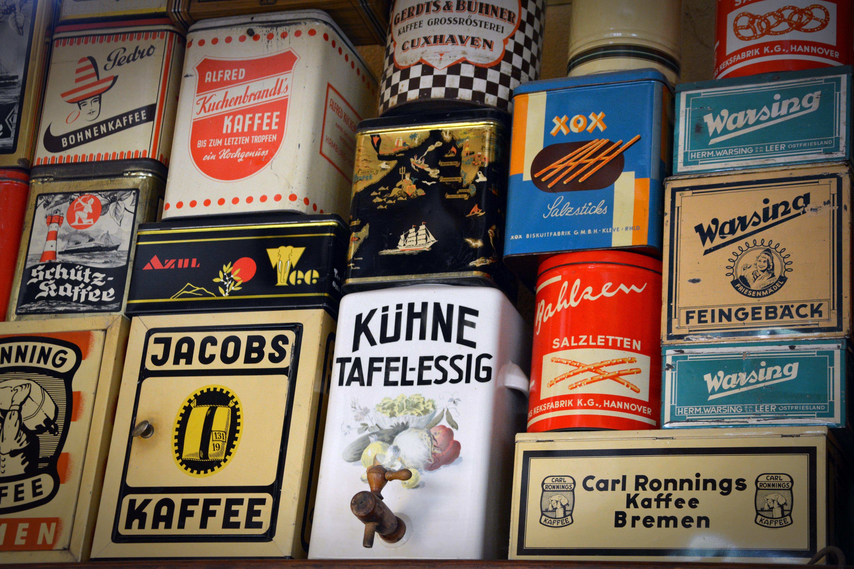 Kostenloses Stock Foto zu alten dosen, container, deutsch, drinnen