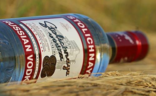 Základová fotografie zdarma na téma alkoholický nápoj, láhev, vodka, zblízka