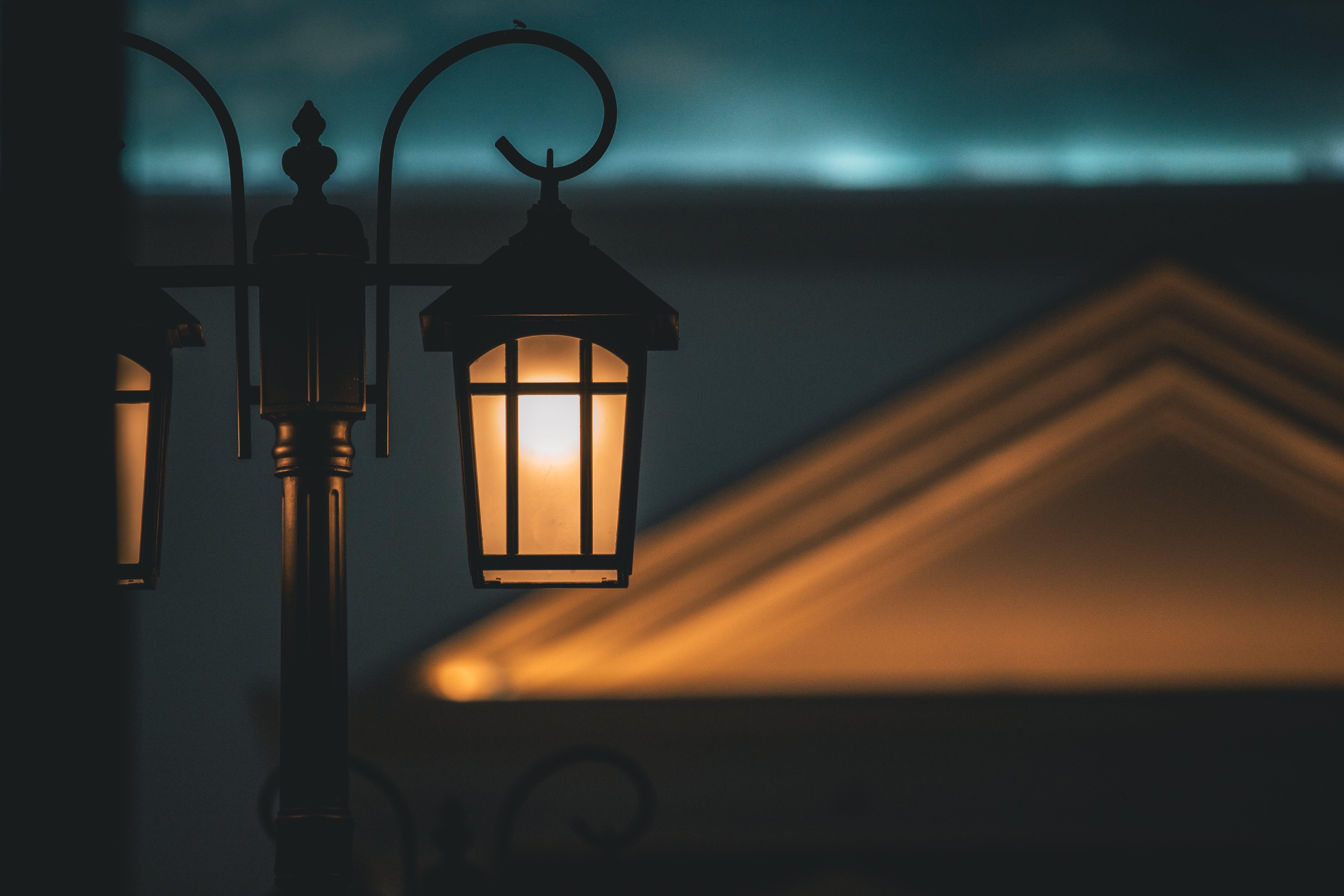 Darmowe zdjęcie z galerii z ciemny, głębia pola, jasny, lampa