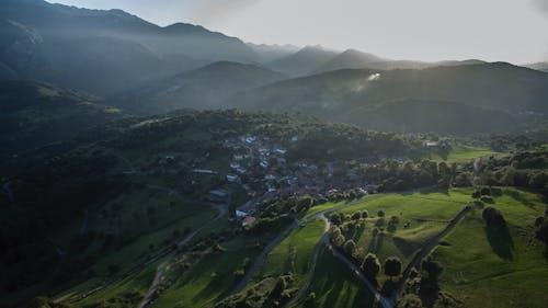 Kostenloses Stock Foto zu asturias, bäume, berge, dorf