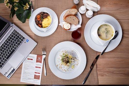 Fotobanka sbezplatnými fotkami na tému biliardový stôl, chlieb, jedlo, lyžica