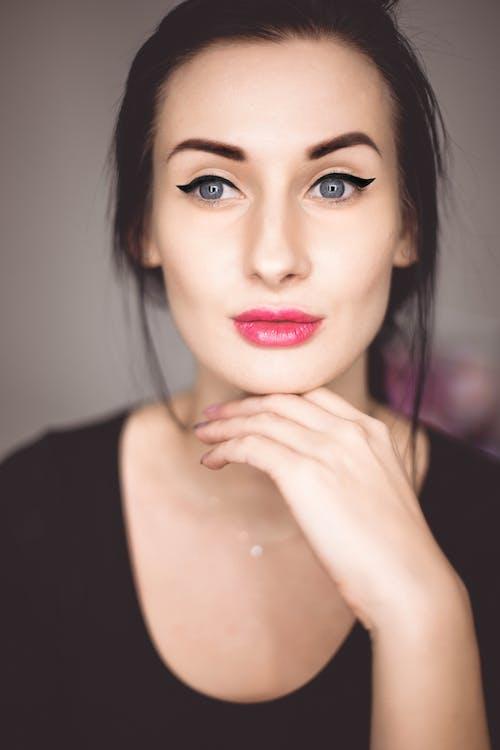 Základová fotografie zdarma na téma atraktivní, bez emocí, brada, brunetka