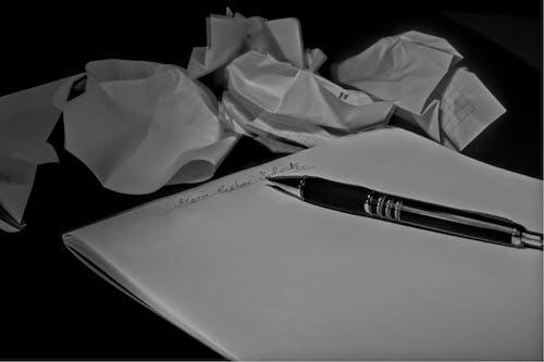 Gratis stockfoto met balpen, blocnote, opschrijven, verfrommeld papier