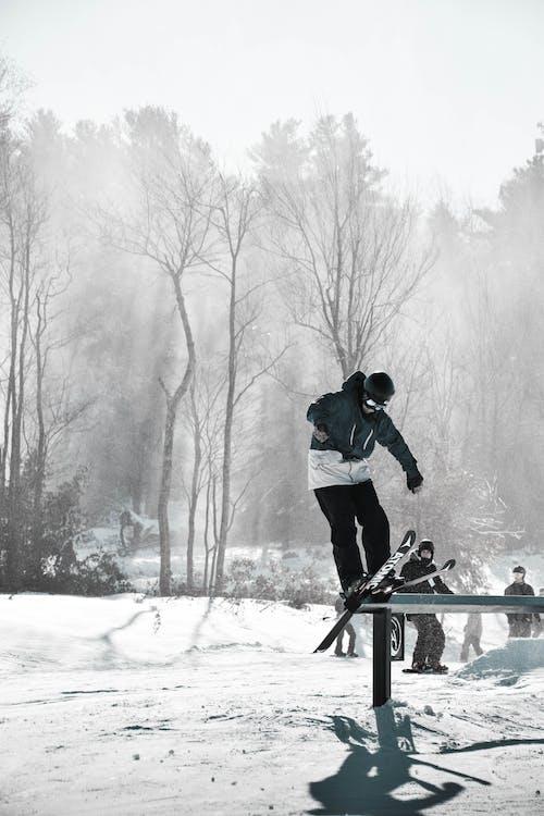 Immagine gratuita di atleta, attrezzatura sportiva, azione, freddo