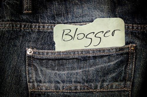 Kostnadsfri bild av bloggare, byxor, denim, ficka