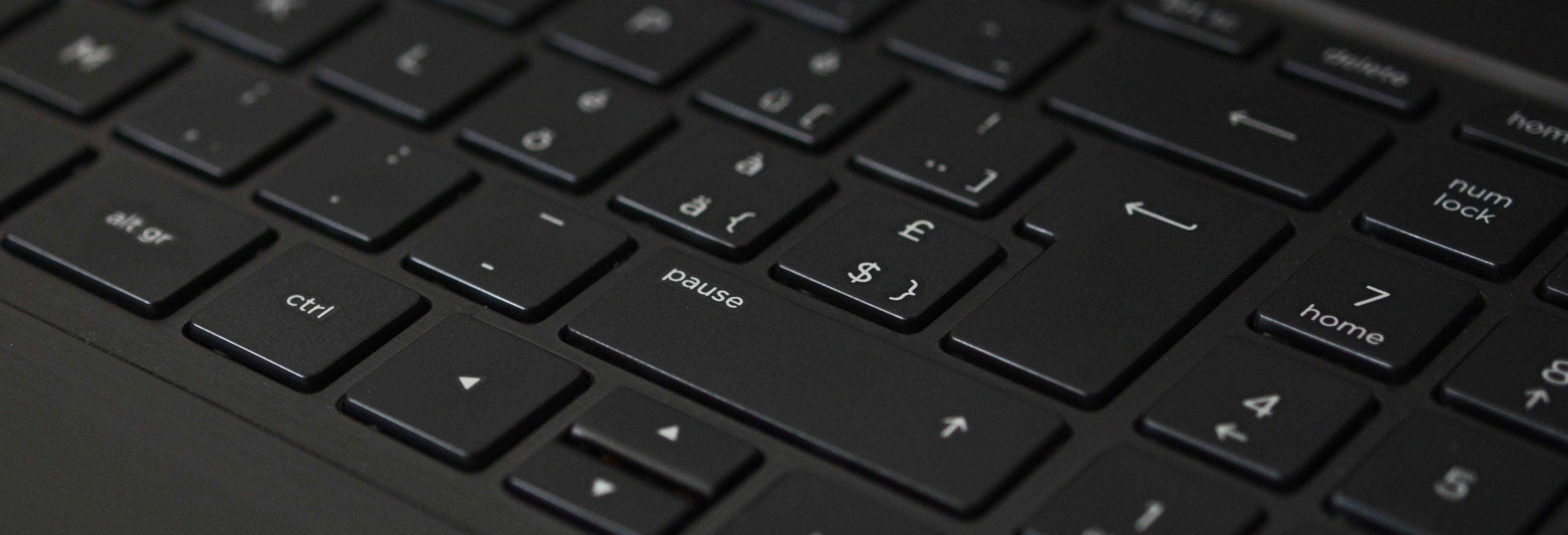 Gratis lagerfoto af bærbar computer, close-up, enhed, fokus