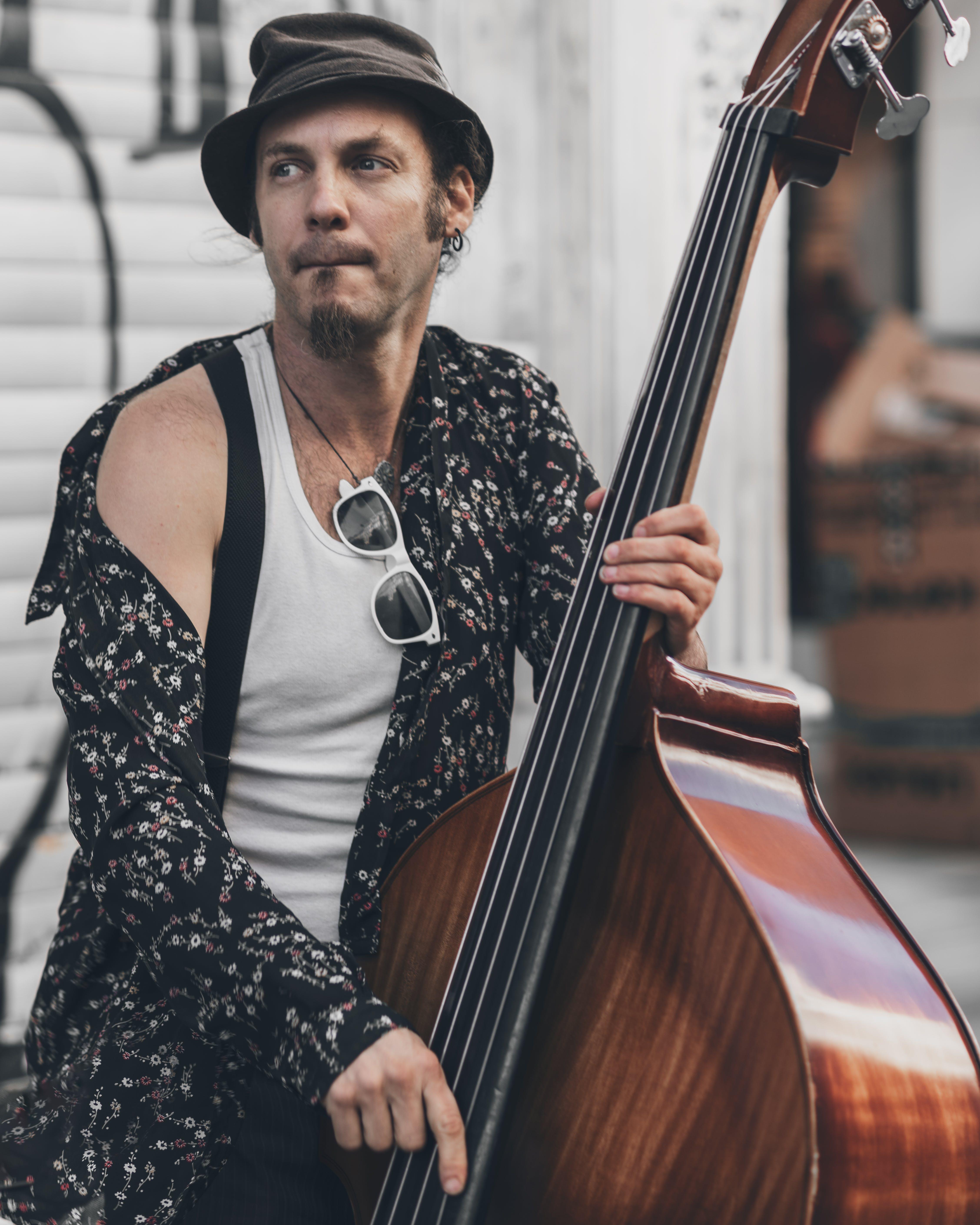 Kostnadsfri bild av ansiktsuttryck, artist, cello, dagsljus