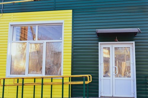 คลังภาพถ่ายฟรี ของ สีเขียว, สีเหลือง, อาคาร