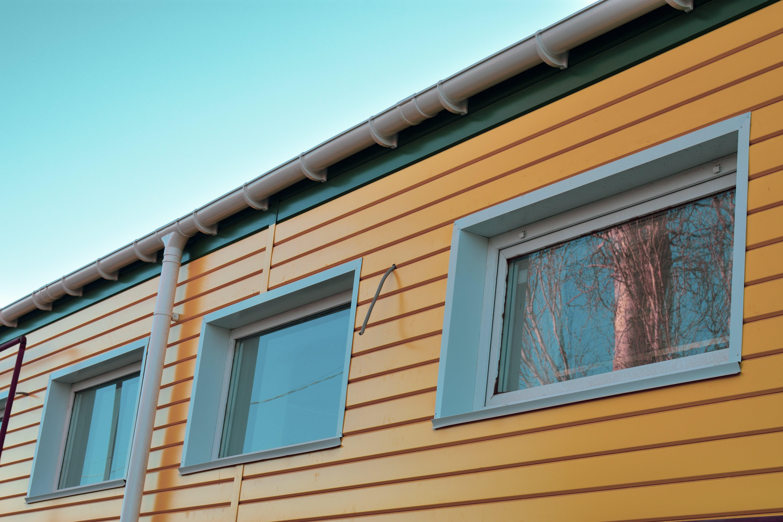 Δωρεάν στοκ φωτογραφιών με κίτρινη, κτήριο, ουρανός, πράσινος