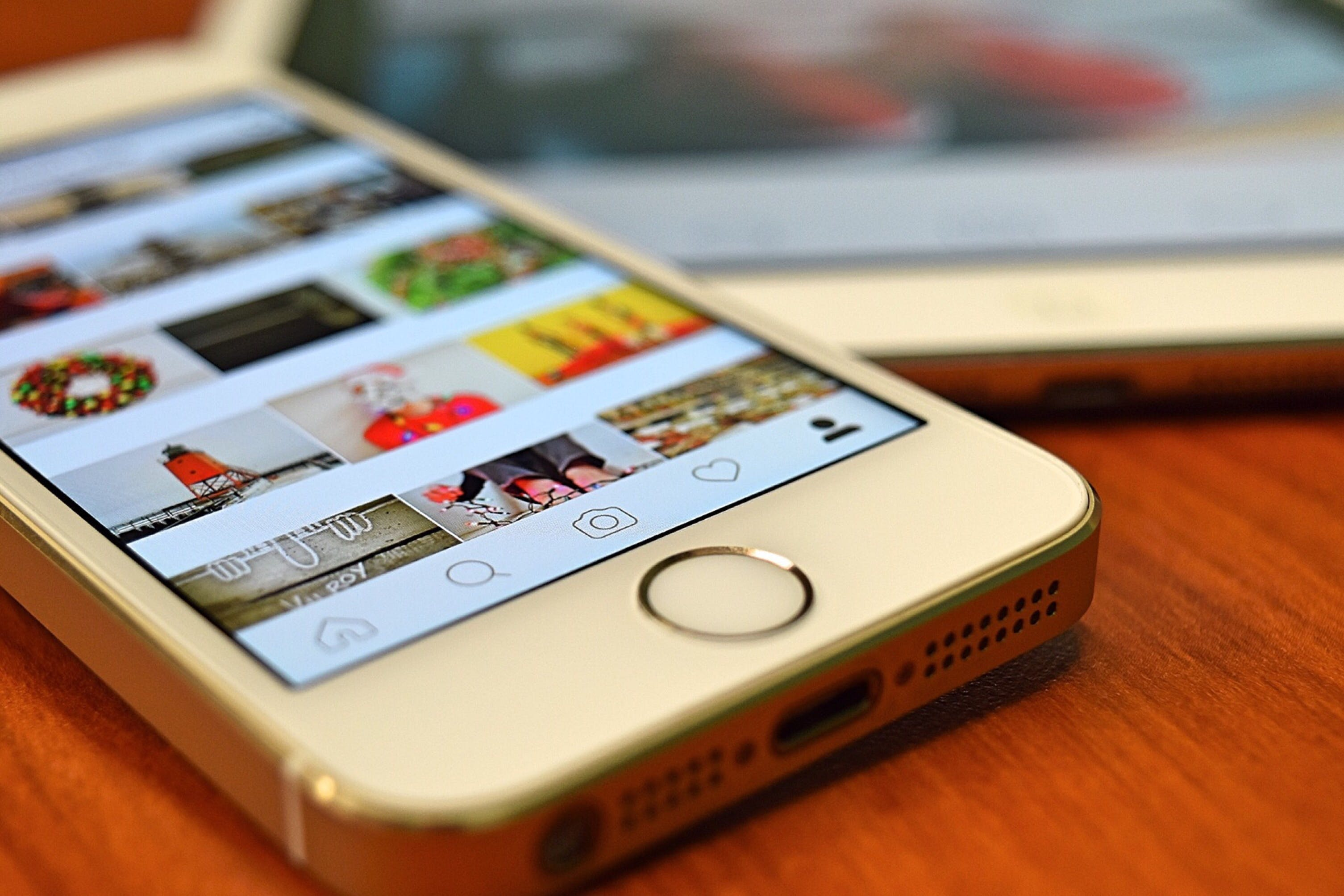 Silver Iphone 5s Showing Instagram