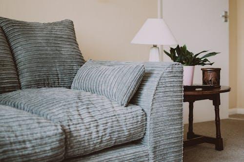 Kostenloses Stock Foto zu couch, drinnen, haus, innen
