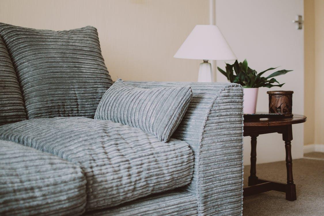 apartmán, gauč, interiérový dizajn