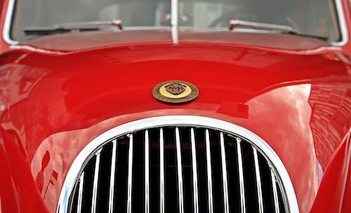 Darmowe zdjęcie z galerii z czerwony, emblemat, klasyczny, pojazd