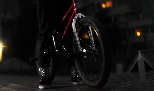 Foto profissional grátis de bmx, escuro, fechar, horizontal