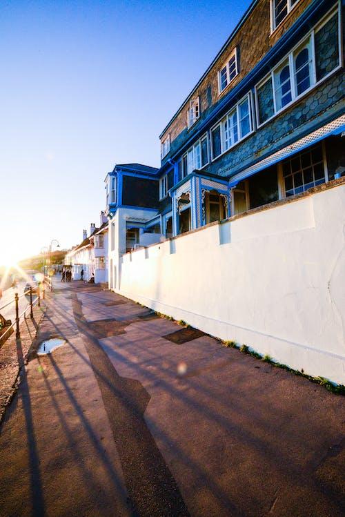 Gratis arkivbilde med arkitektur, blå, blå himmel, by