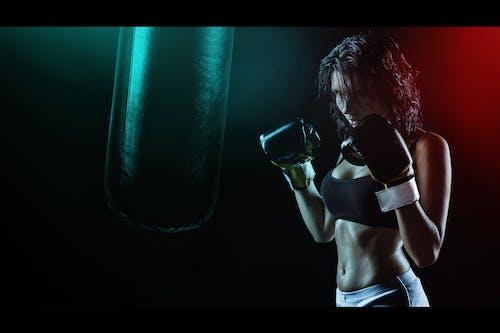 Бесплатное стоковое фото с бокс, боксерская груша, девочка, девушка