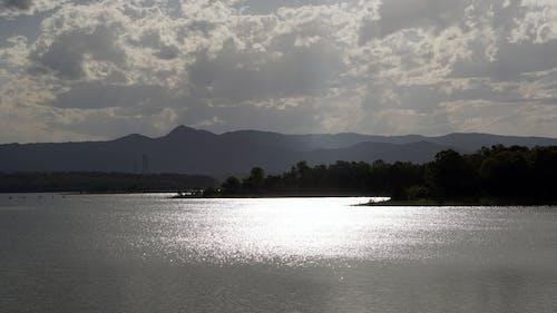 Photos gratuites de barrage, eau, montagnes, reflets de la lumière