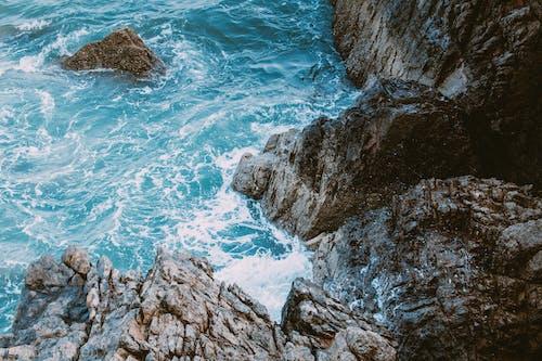 Δωρεάν στοκ φωτογραφιών με ακτή απότομων βράχων, ακτή βράχου, ακτή σε γκρεμό, βράχια