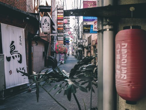 Foto d'estoc gratuïta de arquitectura, carrer, carretera, ciutat