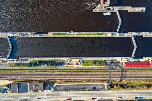 Photos gratuites de barrage, chemin de fer, d'en haut, photo aérienne