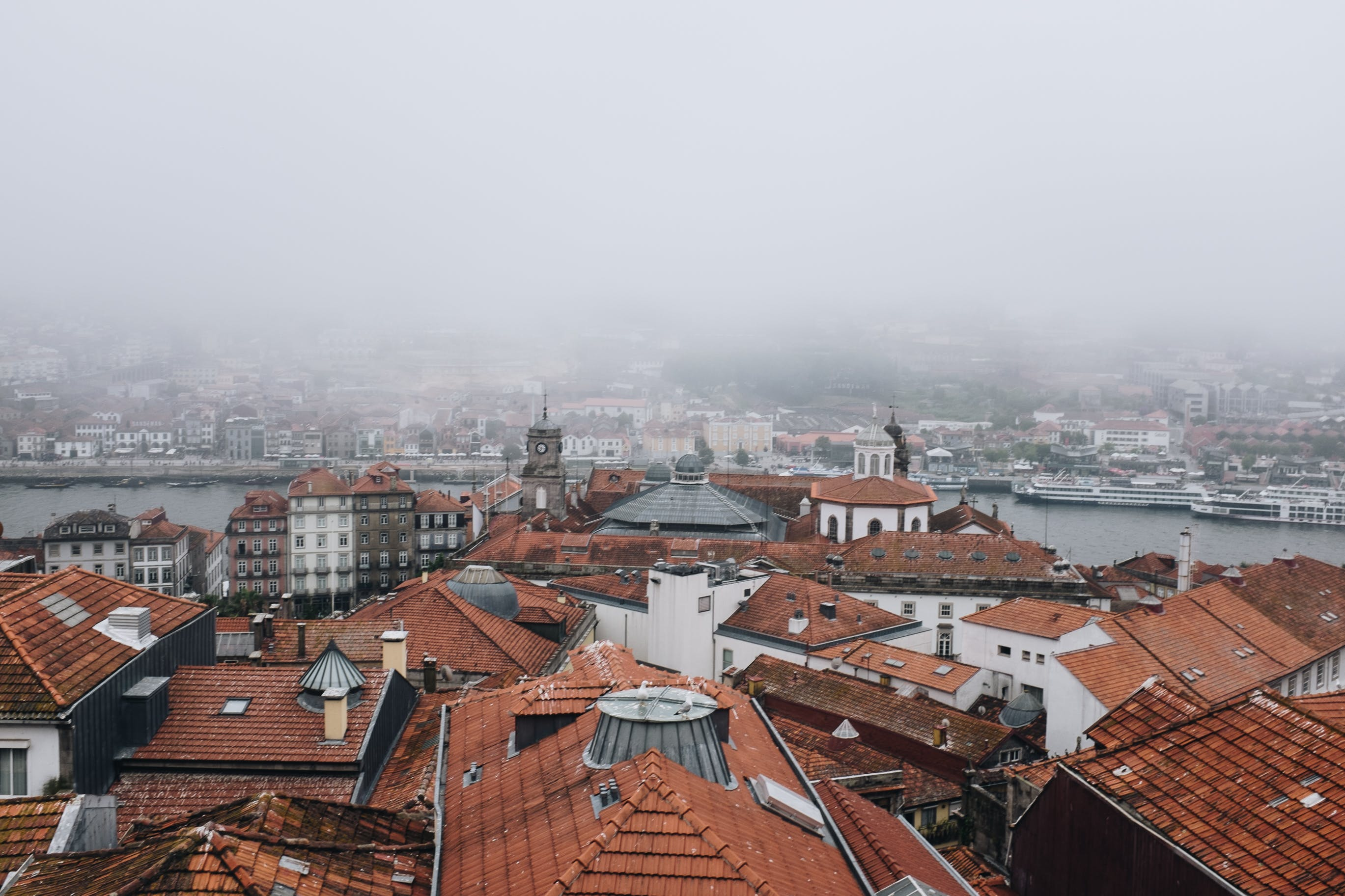 binalar, çatılar, evler, görmek içeren Ücretsiz stok fotoğraf