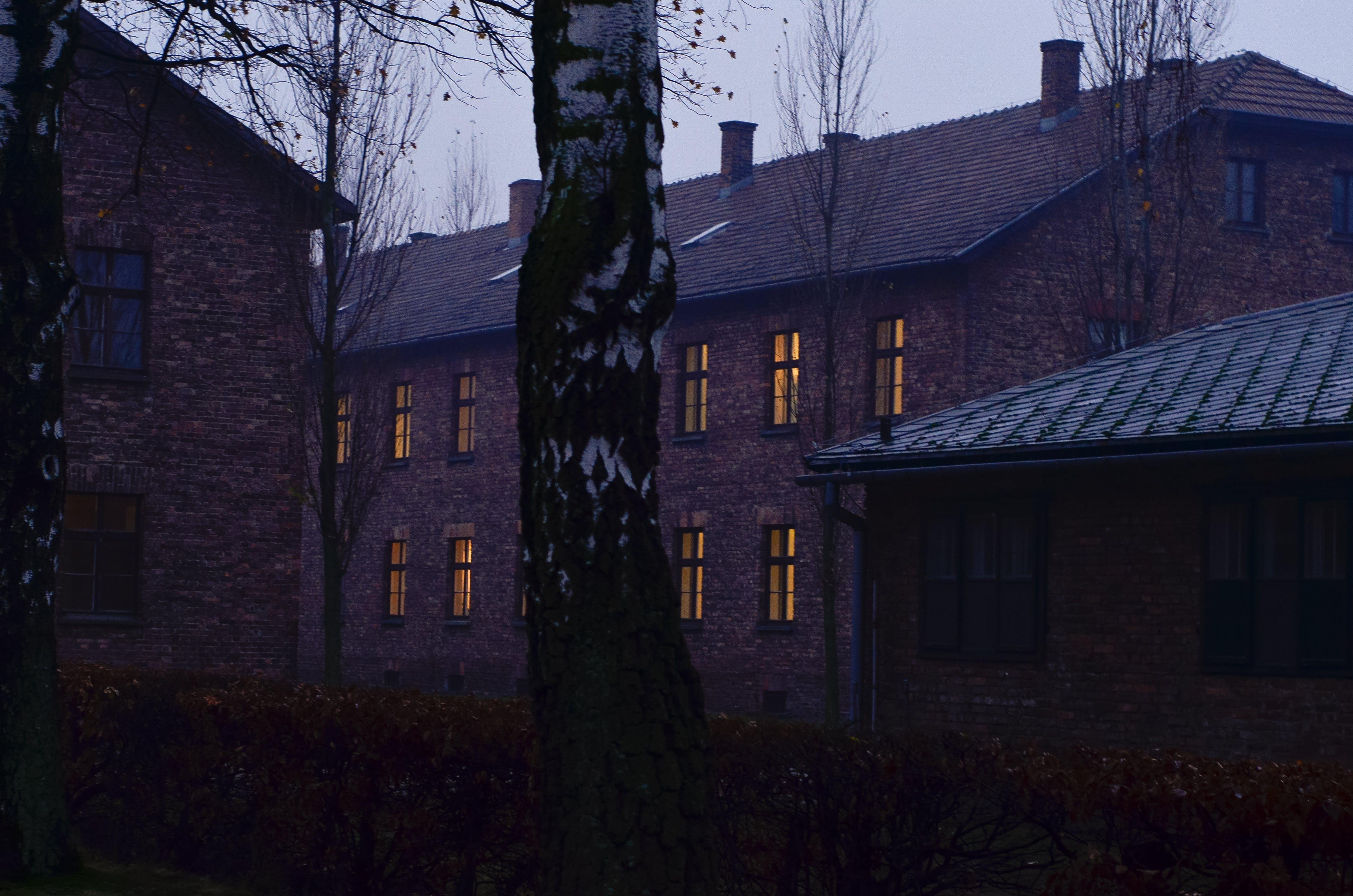 bina, camlar, çatı, mimari içeren Ücretsiz stok fotoğraf