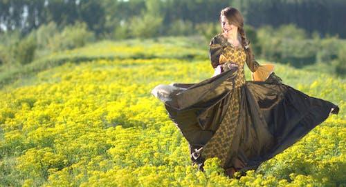 Základová fotografie zdarma na téma holka, hřiště, krásný, květiny