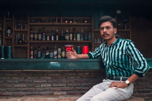 Foto profissional grátis de bar, bebida, bonito, desgaste