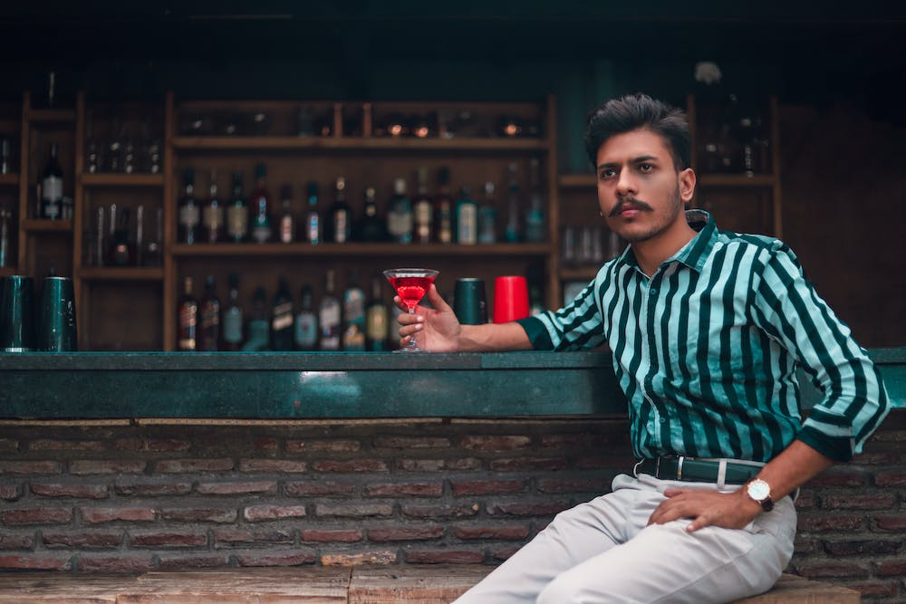 Man at the bar | Photo: Pexels