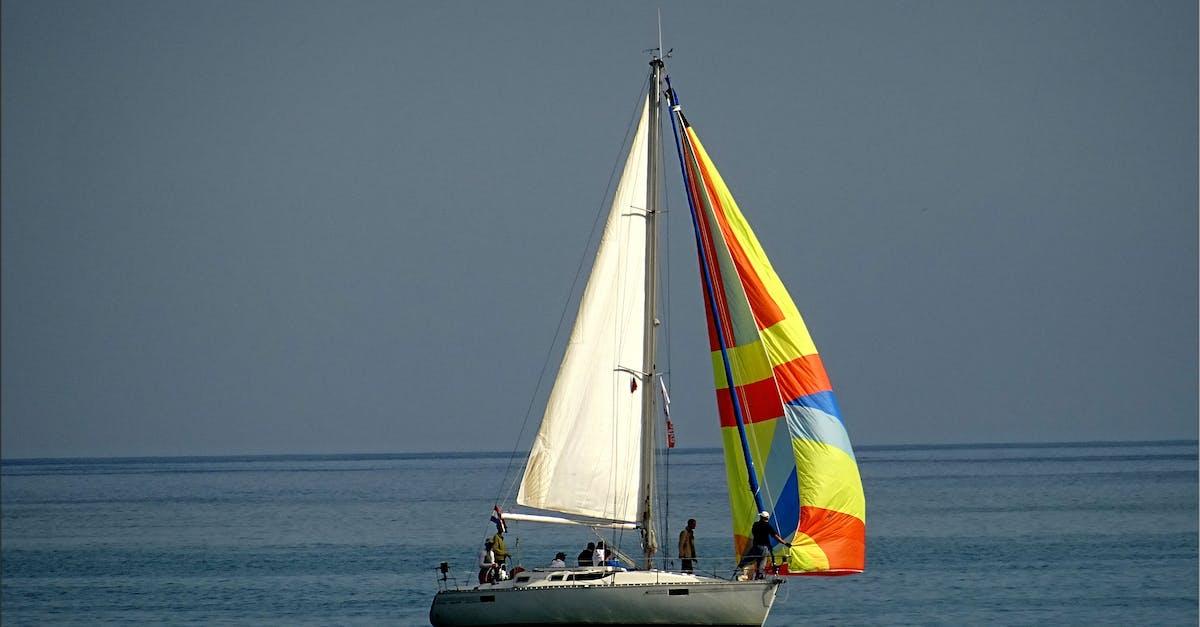 Картинки лодка с парусом
