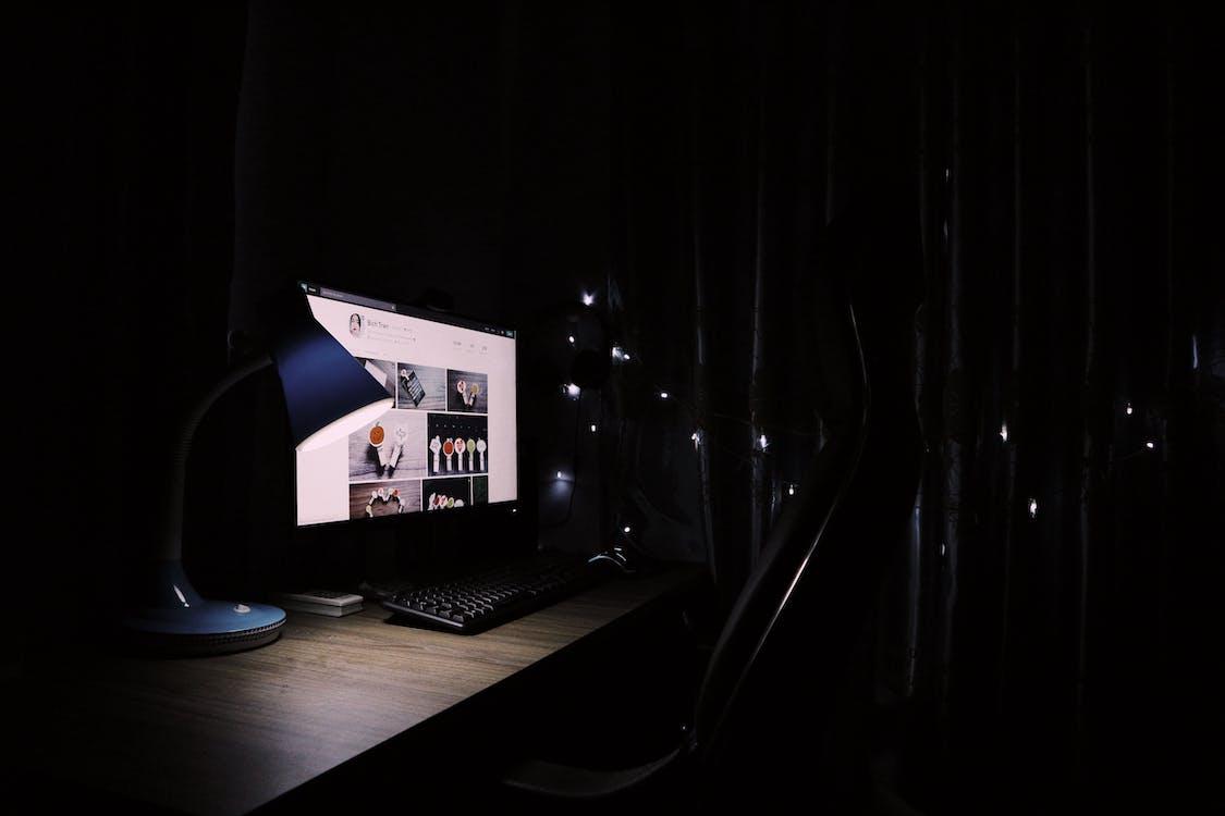 huone, internet, kirjoituspöytä