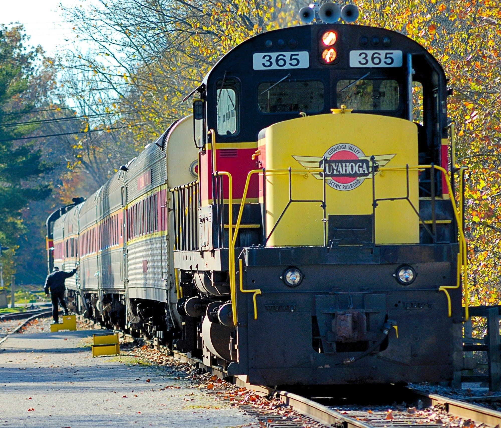 Darmowe zdjęcie z galerii z dworzec kolejowy, pociąg, pojazd, stacja