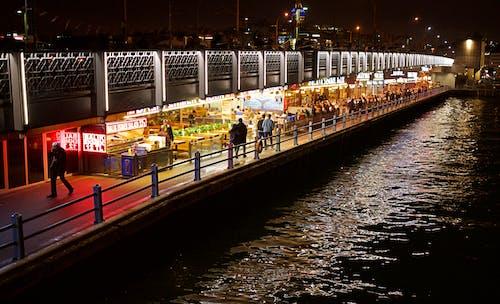 Безкоштовне стокове фото на тему «Ліхтарі, міське життя, ніч»