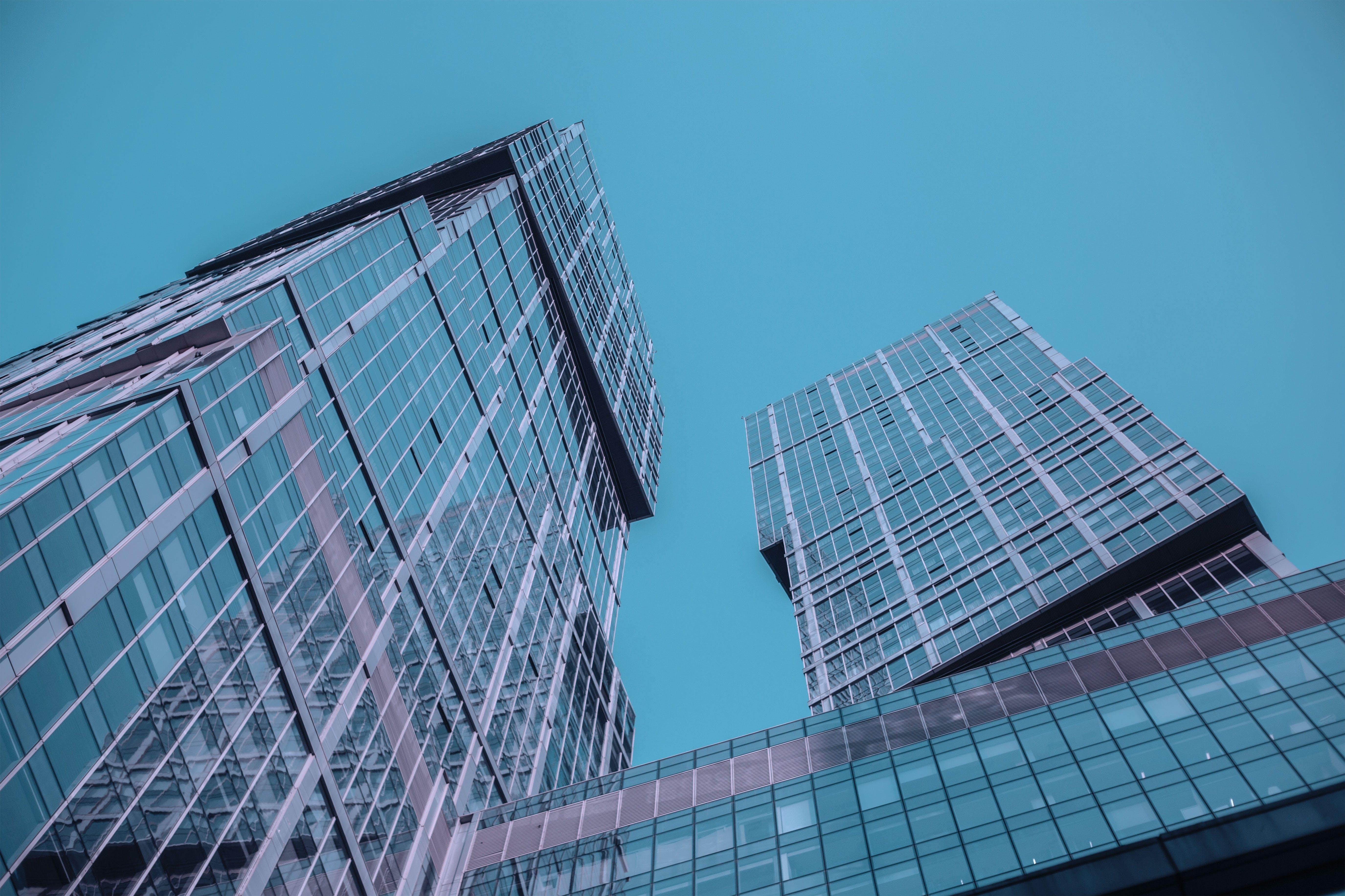 Kostenloses Stock Foto zu architektur, blauer himmel, fenster, futuristisch