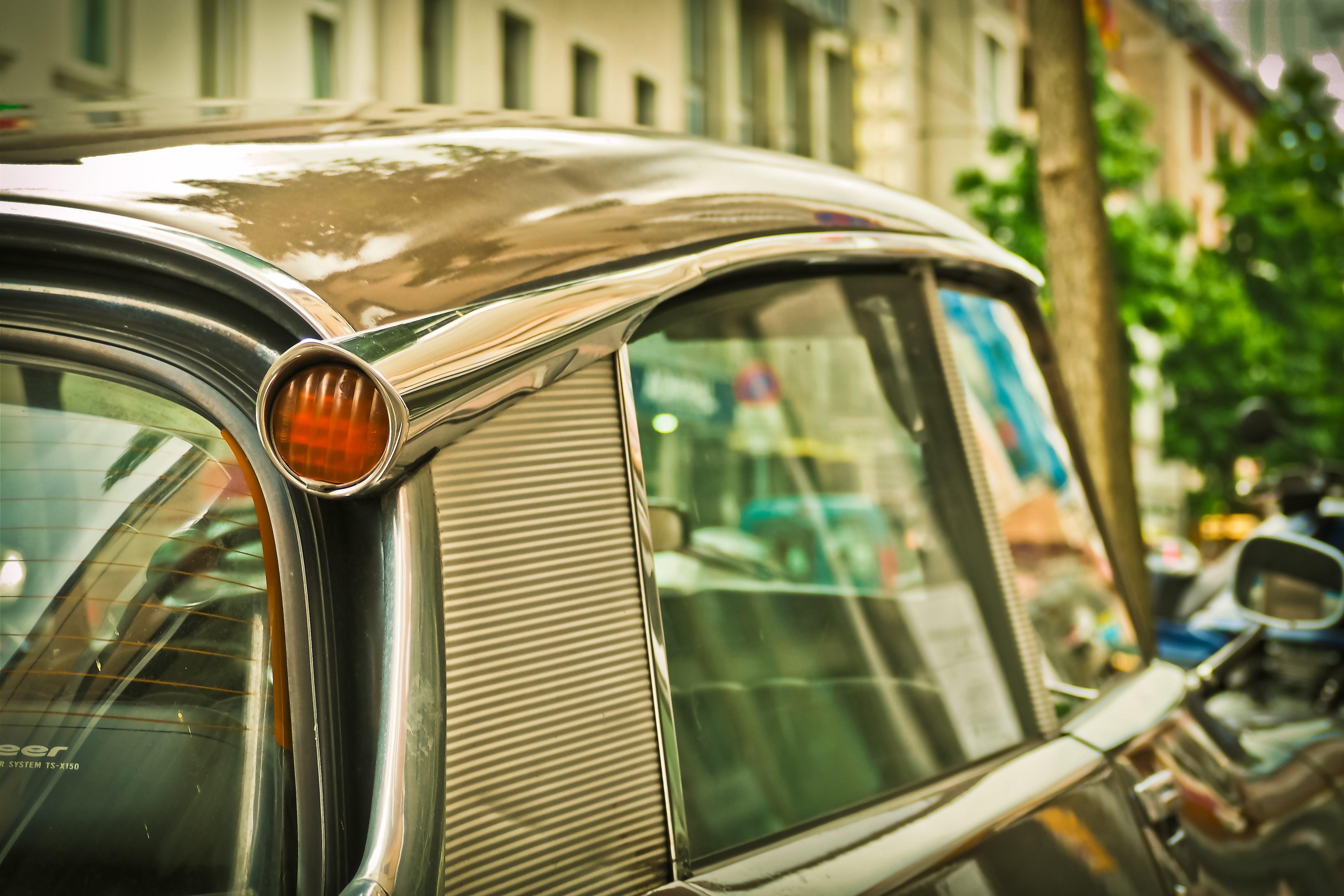Безкоштовне стокове фото на тему «автомобіль, автомобільний, класичний, старомодний»