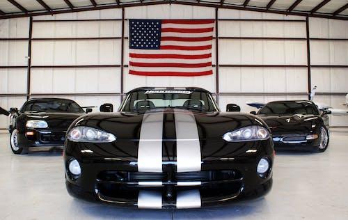 Amerikan bayrağı, arabalar, araçlar, corvette içeren Ücretsiz stok fotoğraf