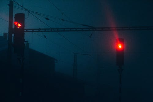 Foto stok gratis atmosfer, berkabut, jalur listrik, kabut