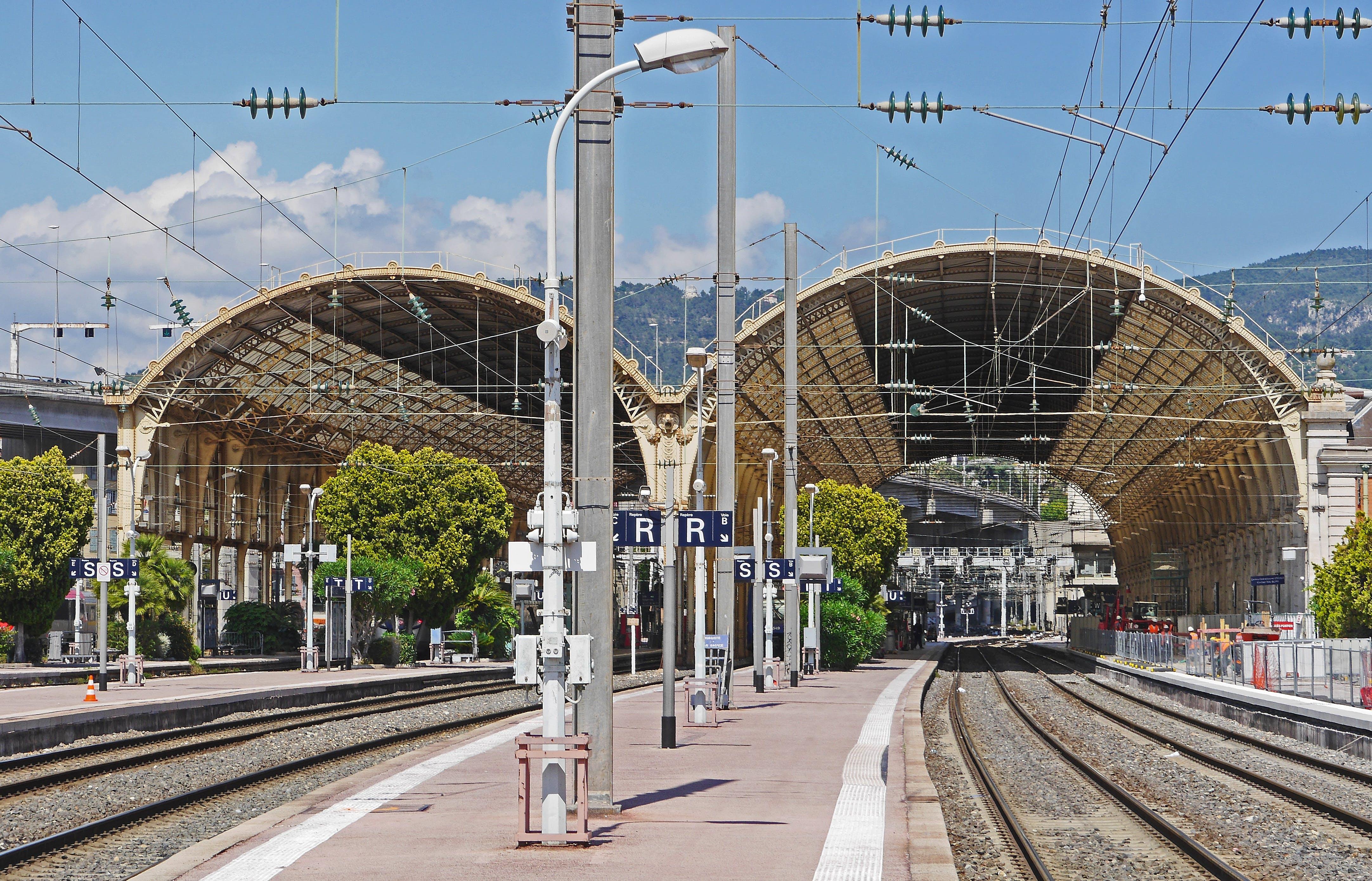 Gratis stockfoto met architectuur, spoorlijn, station