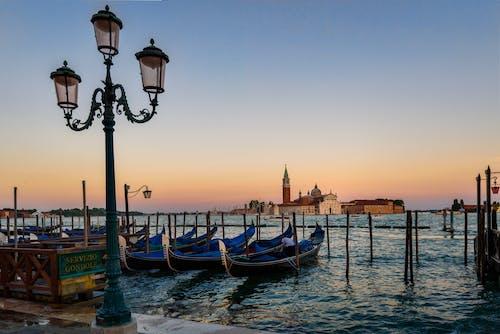 Photos gratuites de aube, bateaux, canal, ciel