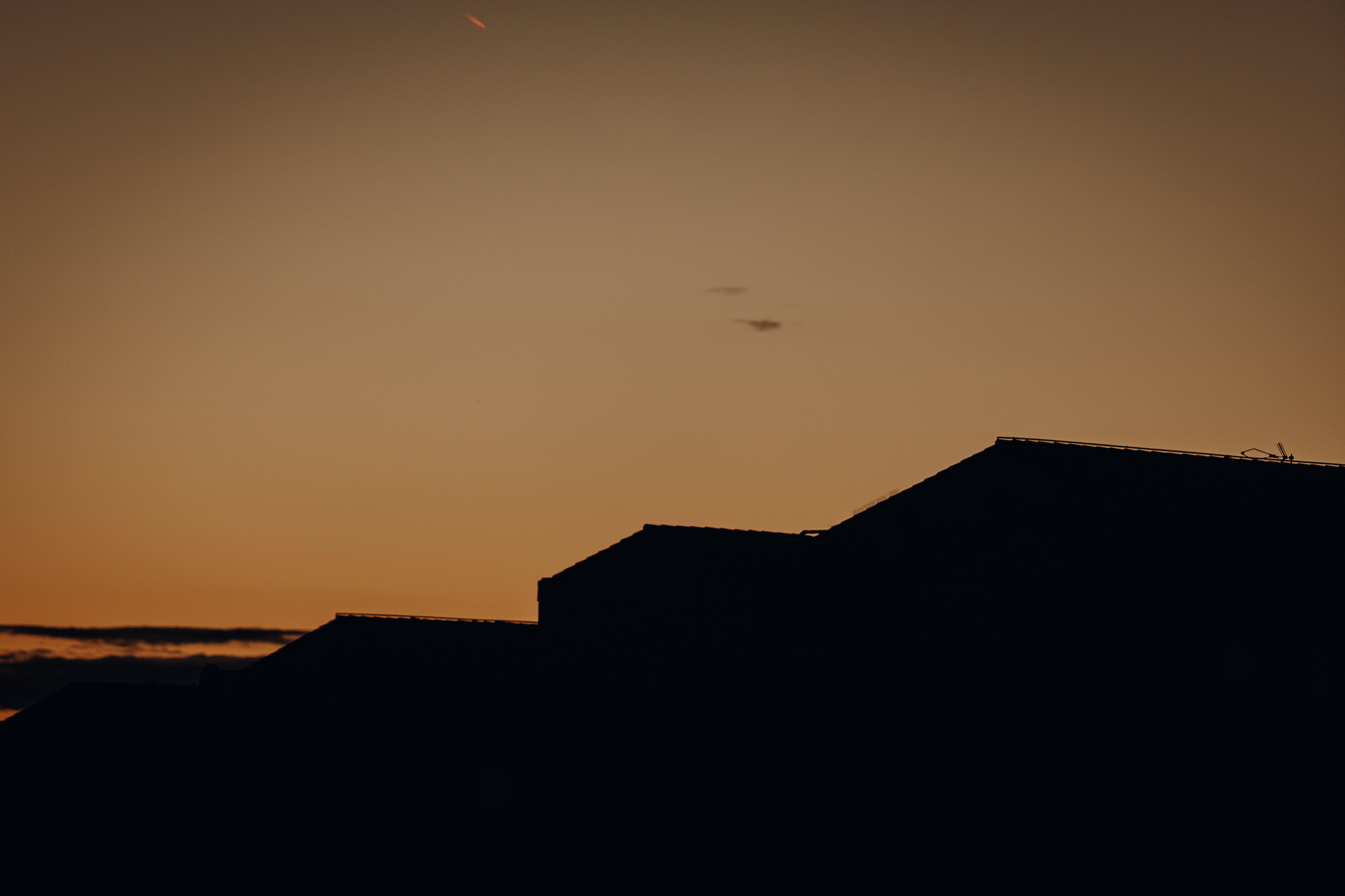Gratis lagerfoto af aftenhimmel, bodybuilding, boligblokke, himmel