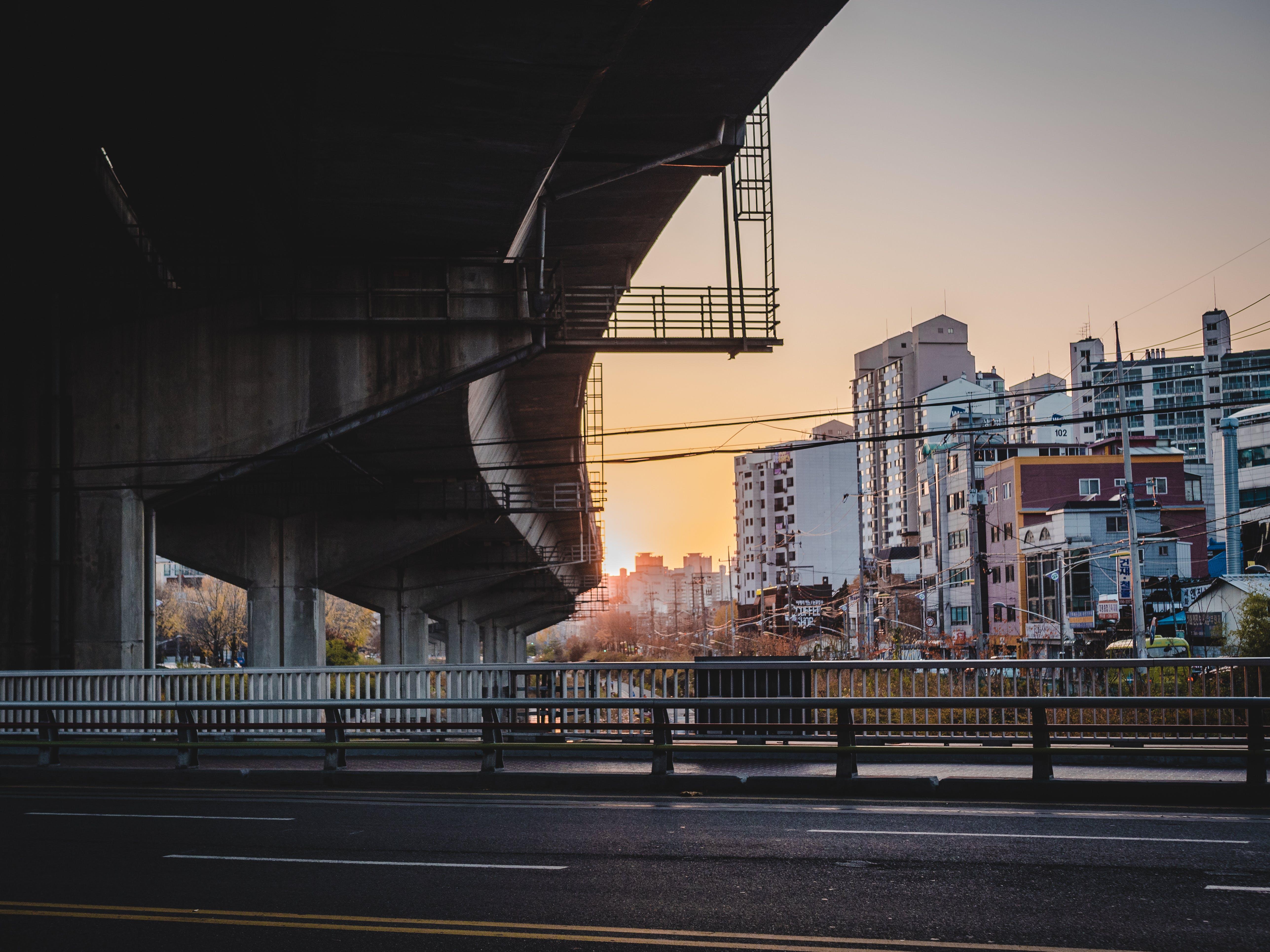 Gratis lagerfoto af arkitektur, bro, by, bygninger