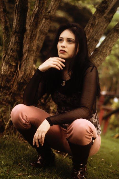 Gratis lagerfoto af alvorlige, smuk kvinde, ung, ung kvinde