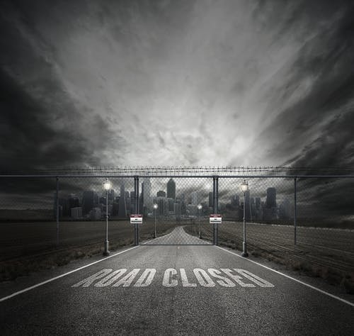 Gratis arkivbilde med asfalt, by, bygninger, dramatisk
