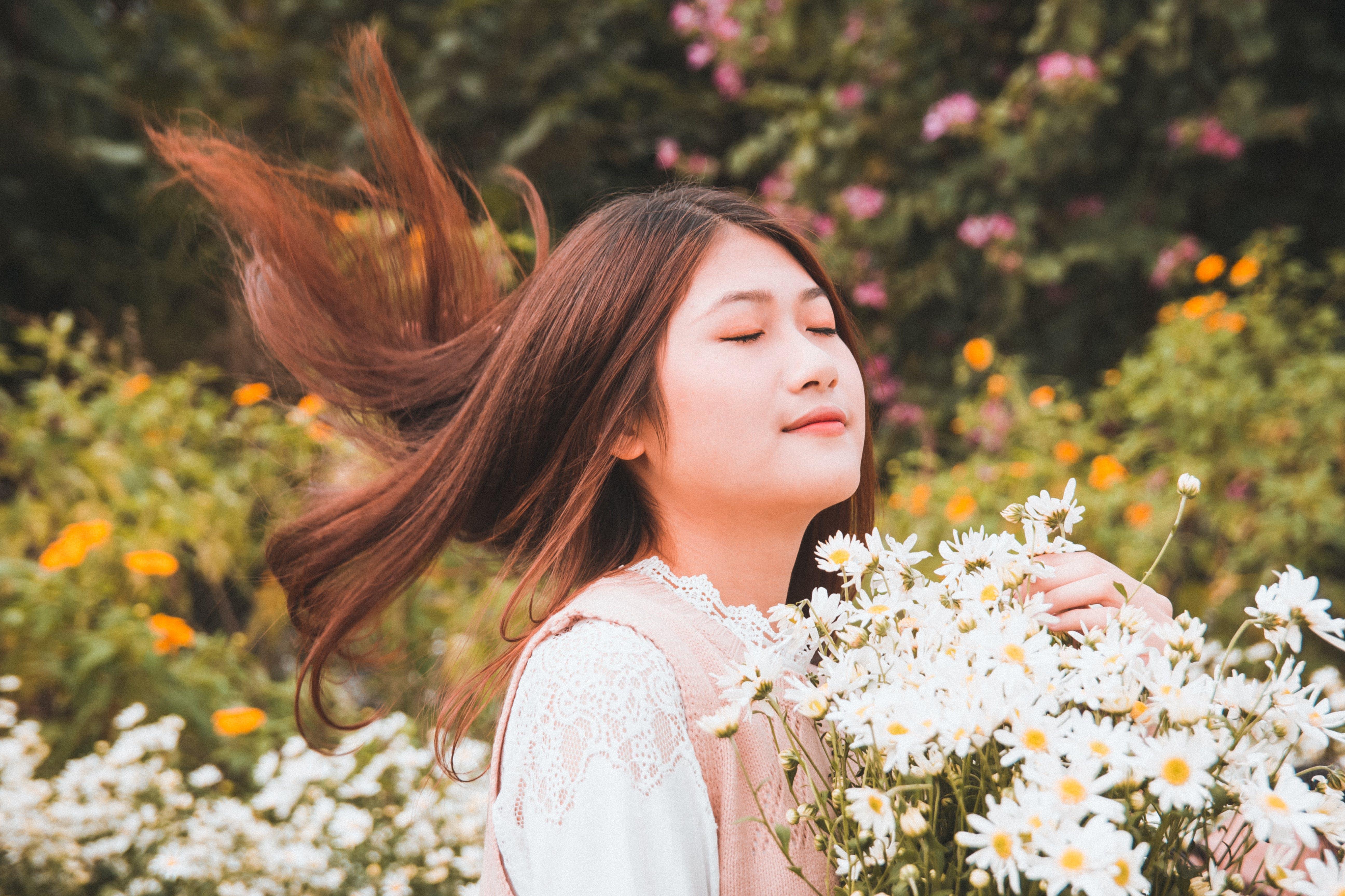 귀여운, 꽃, 사람, 식물군의 무료 스톡 사진