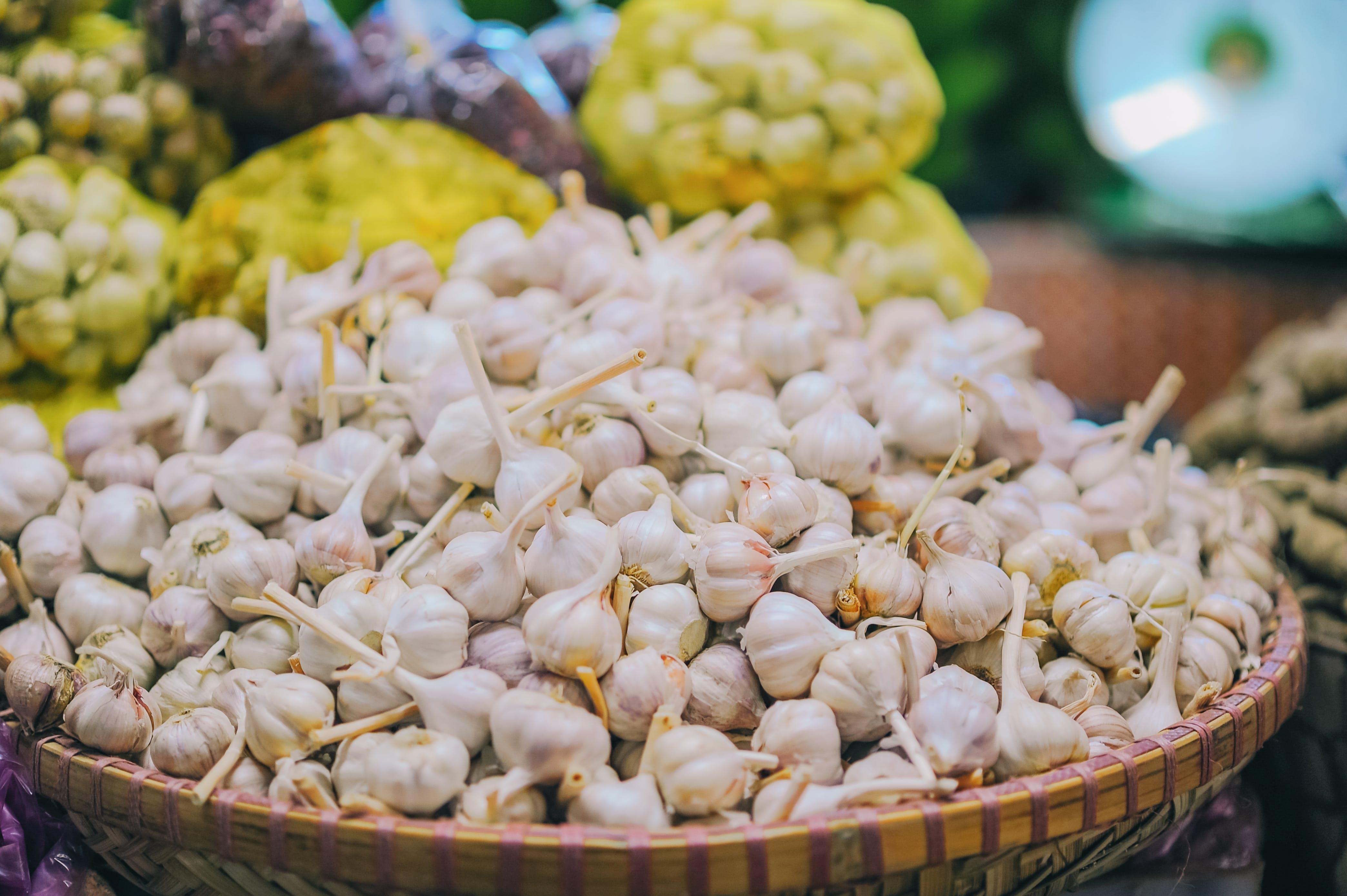 Foto profissional grátis de alho, alimento, legume, liquidação