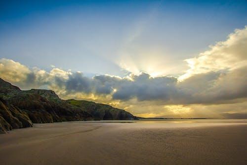 açık, bulutlar, dağ, deniz içeren Ücretsiz stok fotoğraf